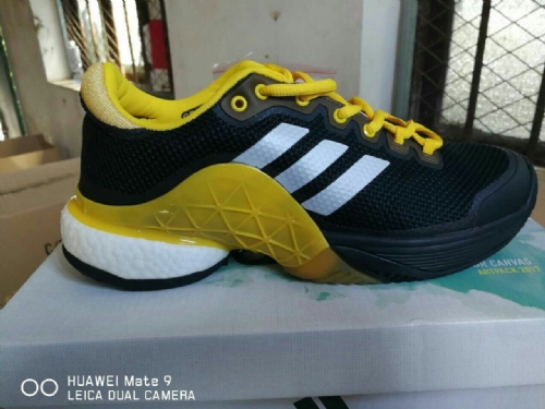 Giầy thể thao tenic adidas